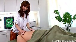 Adorable chick Hikari Kasumi spreads her legs to ride