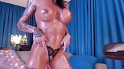 Flawless fit oil body beauty cougar on cam demonstrate sinner