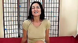 Brunette MILF spreads her legs to get her hairy cunt smashed