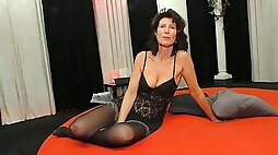 Mature party slut is actually ready for some oral sex gangbang
