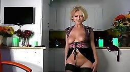 Pretty cam Girl danse and Strip